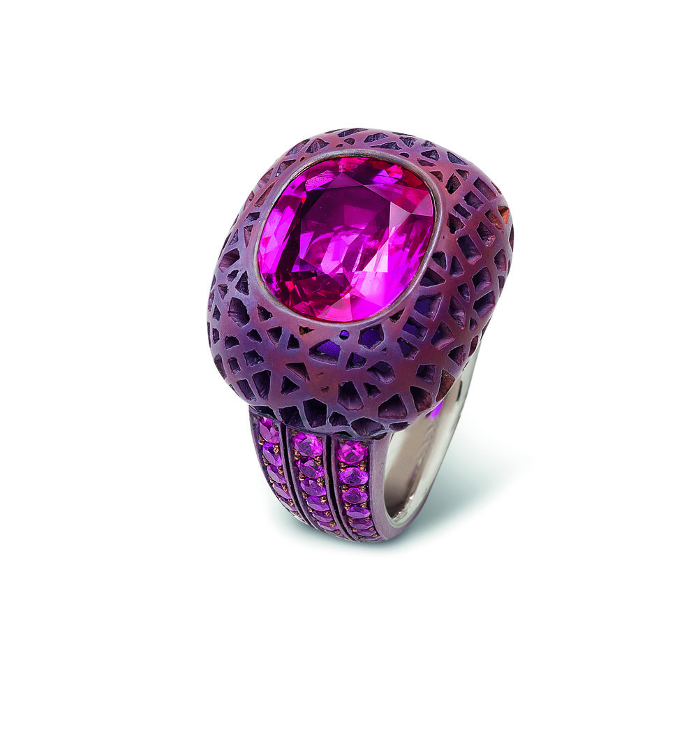 2003 cabochon ruby ring by Hemmerle set with a 5.33 carat Burmese ruby_© Hemmerle_from RUBY_published 2017.jpg