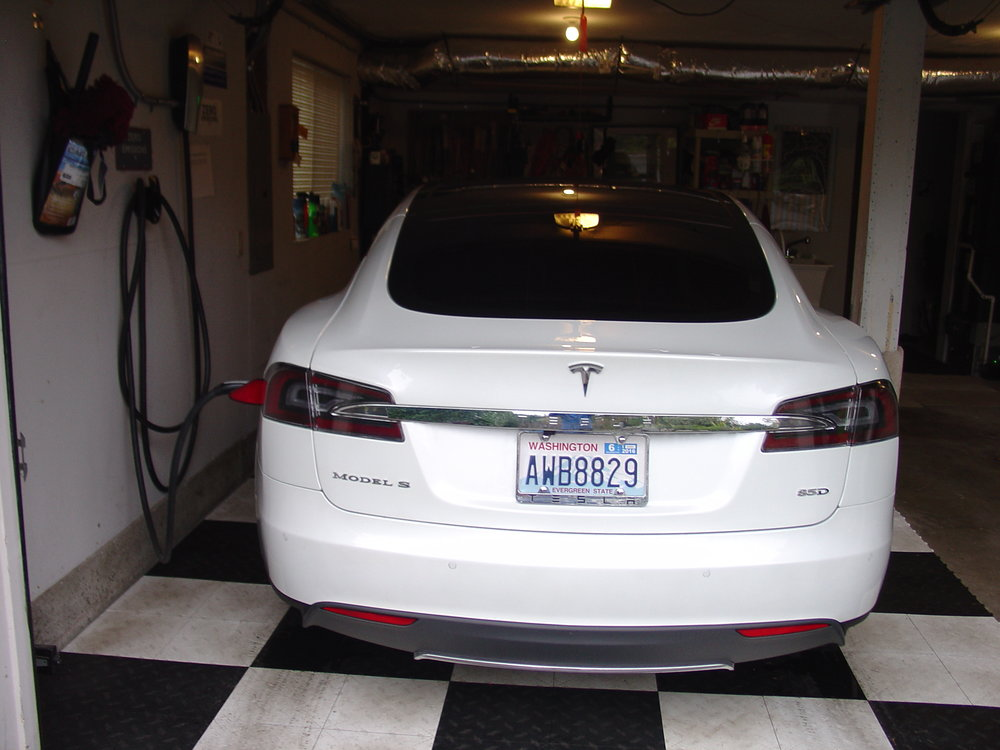 22133467_tesla-rear-view.jpg