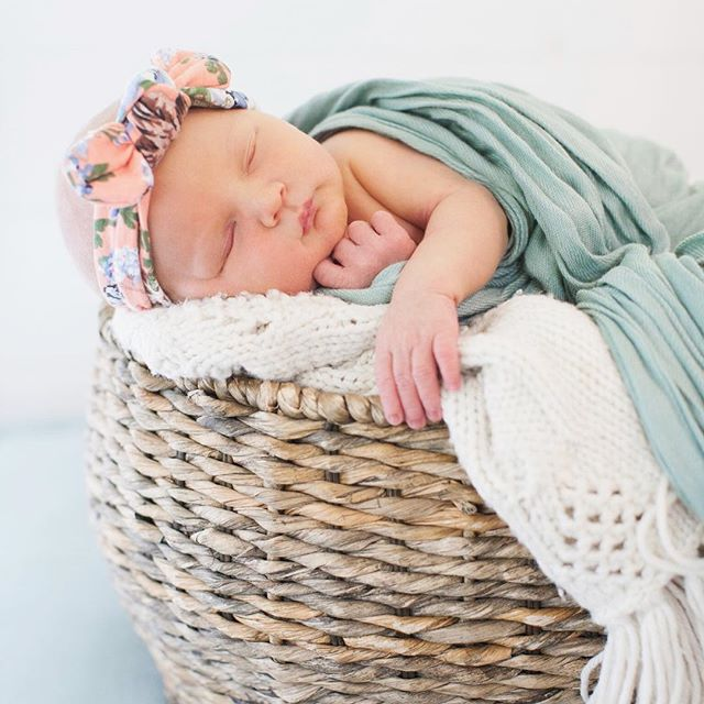 It's been a while, instagram! 😳😳😳 I was a little busy making a tiny human, and took some time off social media, but it's wedding season and I'm baaaa-ack! I'll have lots of new photos to share with you all soon, but in the mean time, enjoy this photo of my super-cute daughter, Meadow! 😍