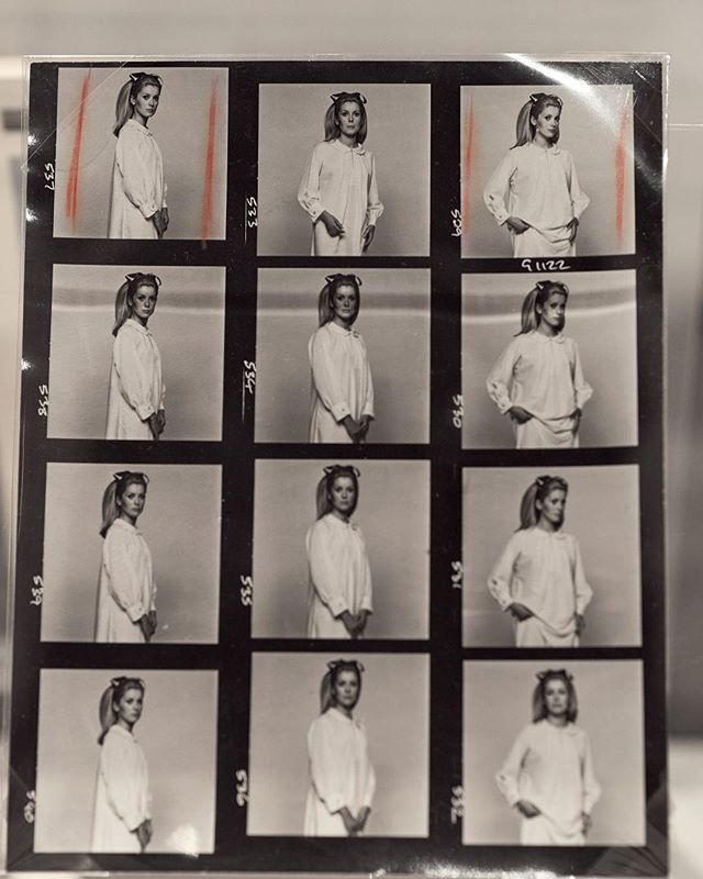Who here remembers the good ol' days of contact sheets? Brings you right back to the use of film, reels, darkrooms and the lingering chemical smell of fixer (the brown fixer staining - yes how can you forget that - is not something anyone misses). And with light sensitive materials, it was all a very tactile process. ⠀ ⠀ I can still clearly remember the lunchtimes spent holding up film strips to the light, eagerly drawing and circling contact sheets (while inspecting with a loop) and the anticipation of the darkroom. Where you place your paper into the developer and wait. Wait to watch the magic appear on the page. Wait to see a face magically appear in front of yours. 🖤 ⠀