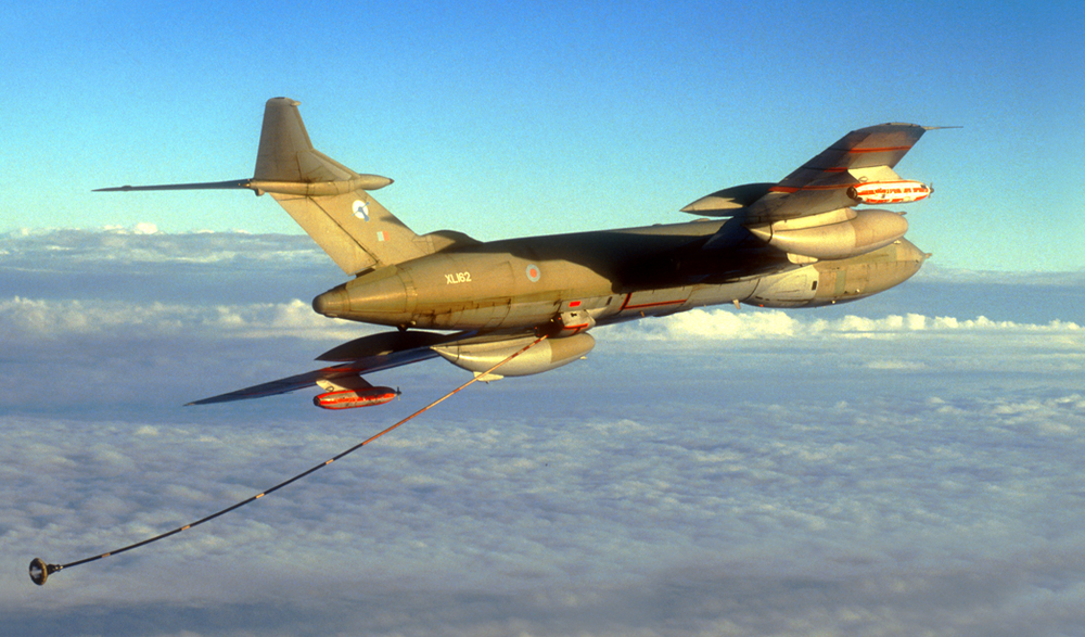 HP Victor with refuelling hose