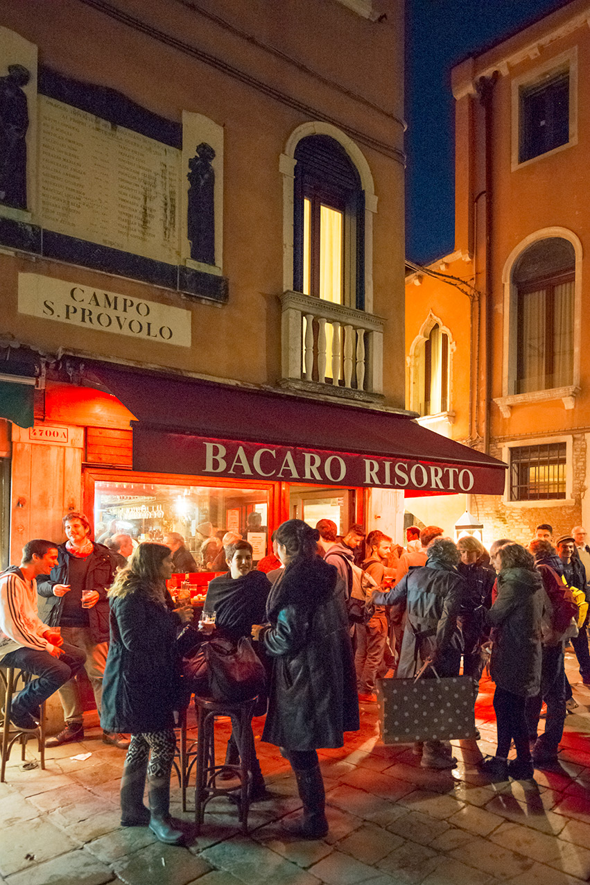 venice_bar_night_port.jpg