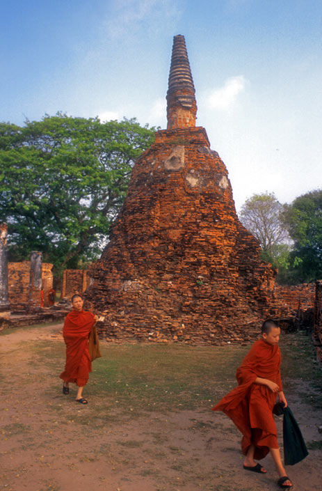 monks_ayutthaya.jpg