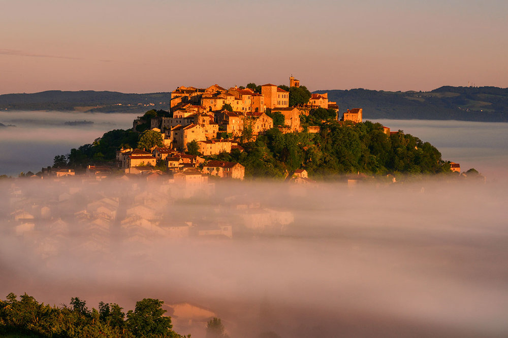 Mist over the valley, Cordes-sur-Ciel at dawn