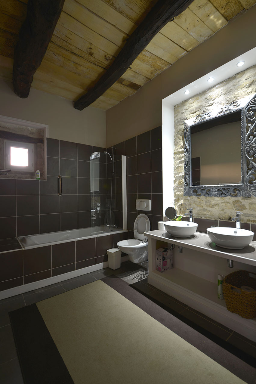 The Studio Suite bathroom