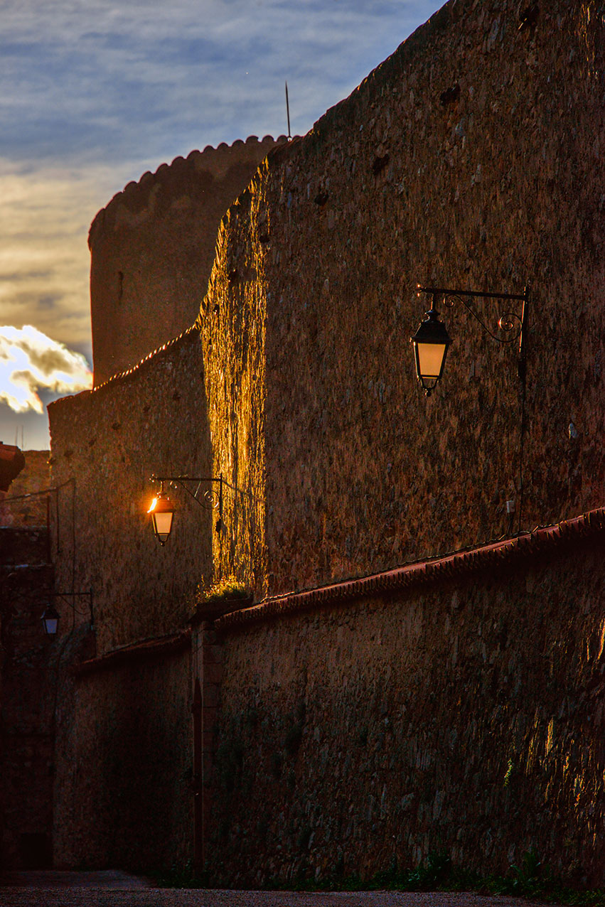 ramparts_sunset_villefranche.jpg