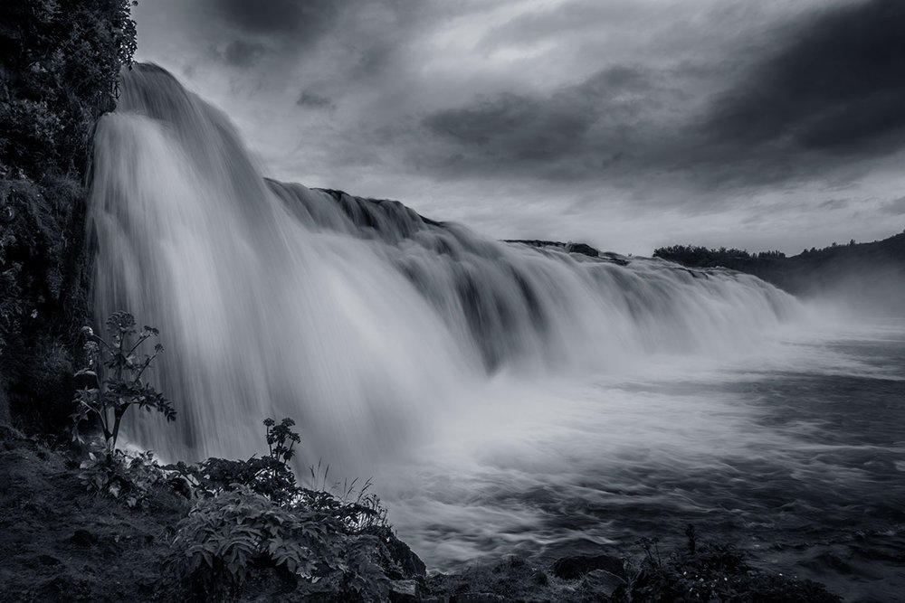 Faxi waterfall in mono