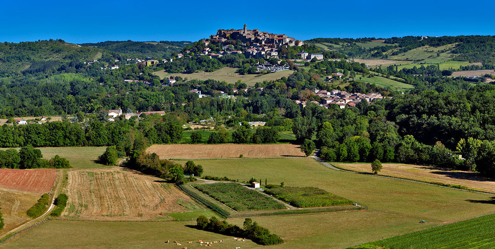 A panorama of Cordes as viewed from the road to Vedillerie