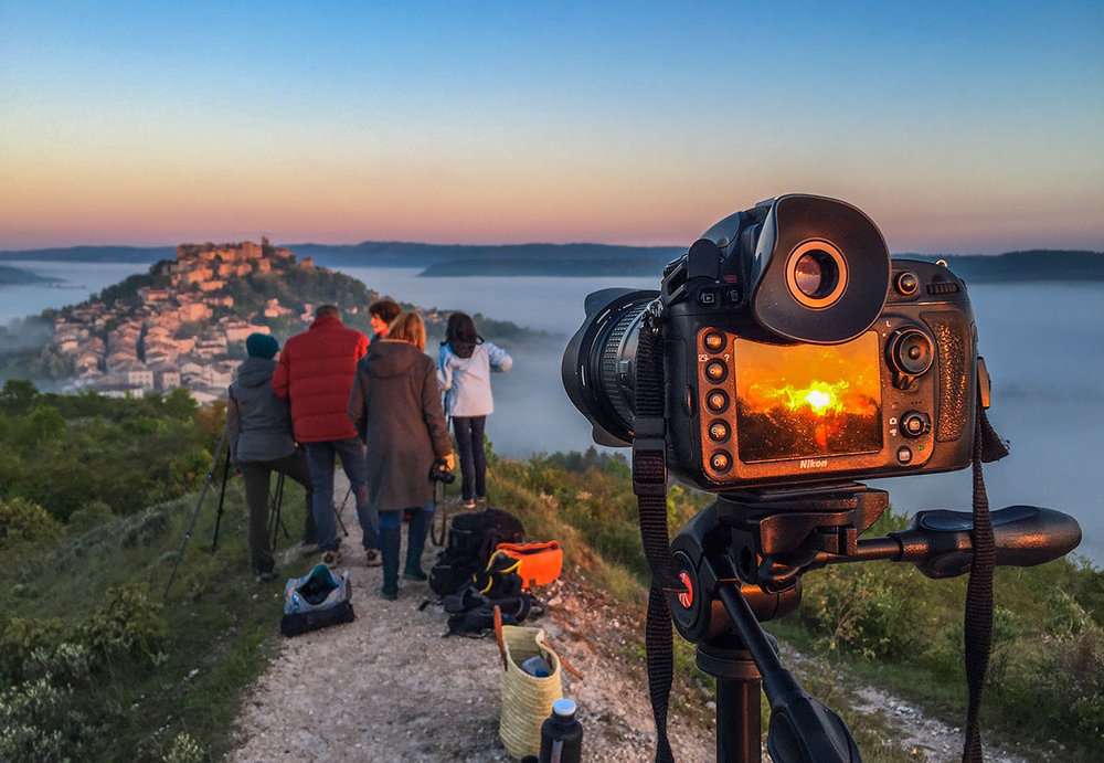 Photo tour group on the Grain de Sel overlooking Cordes at sunrise