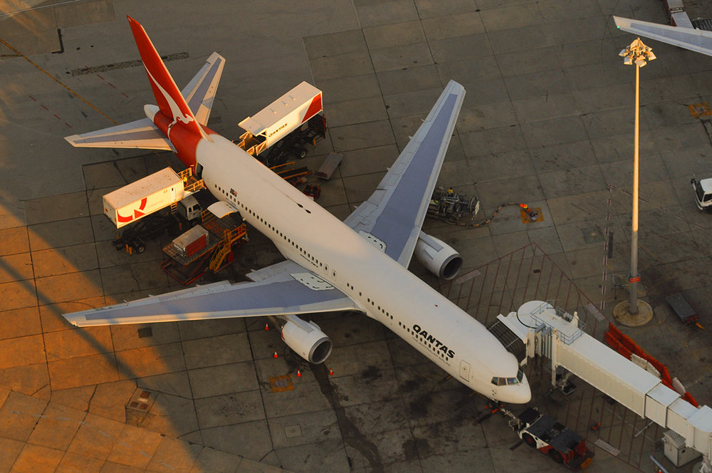 Qantas Boeing 757 at the gate