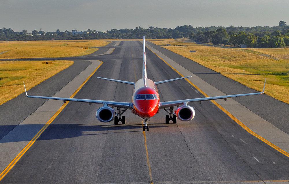 embraer_190_taxi_headon.jpg