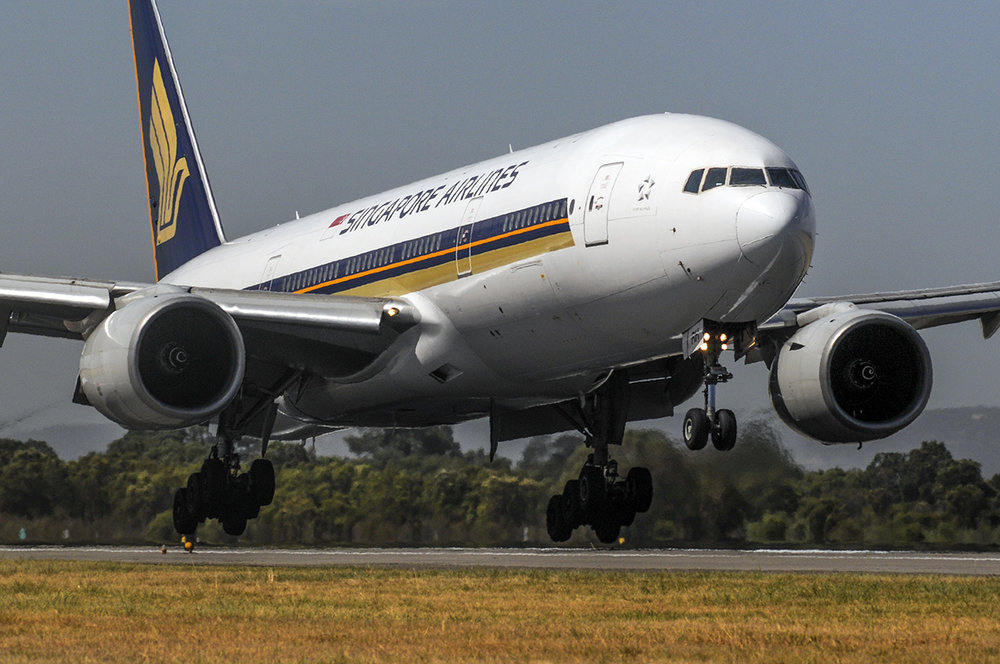 Singapore Airlines Boeing 777 touching down