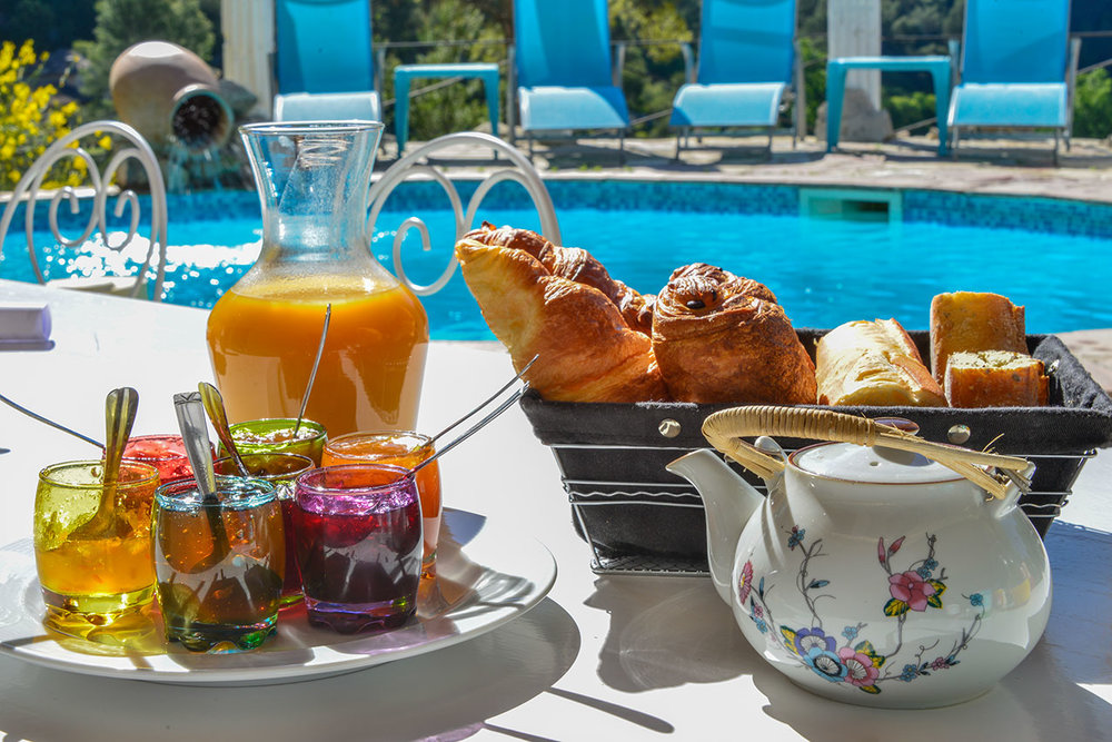 chante_pool_breakfast_a.jpg