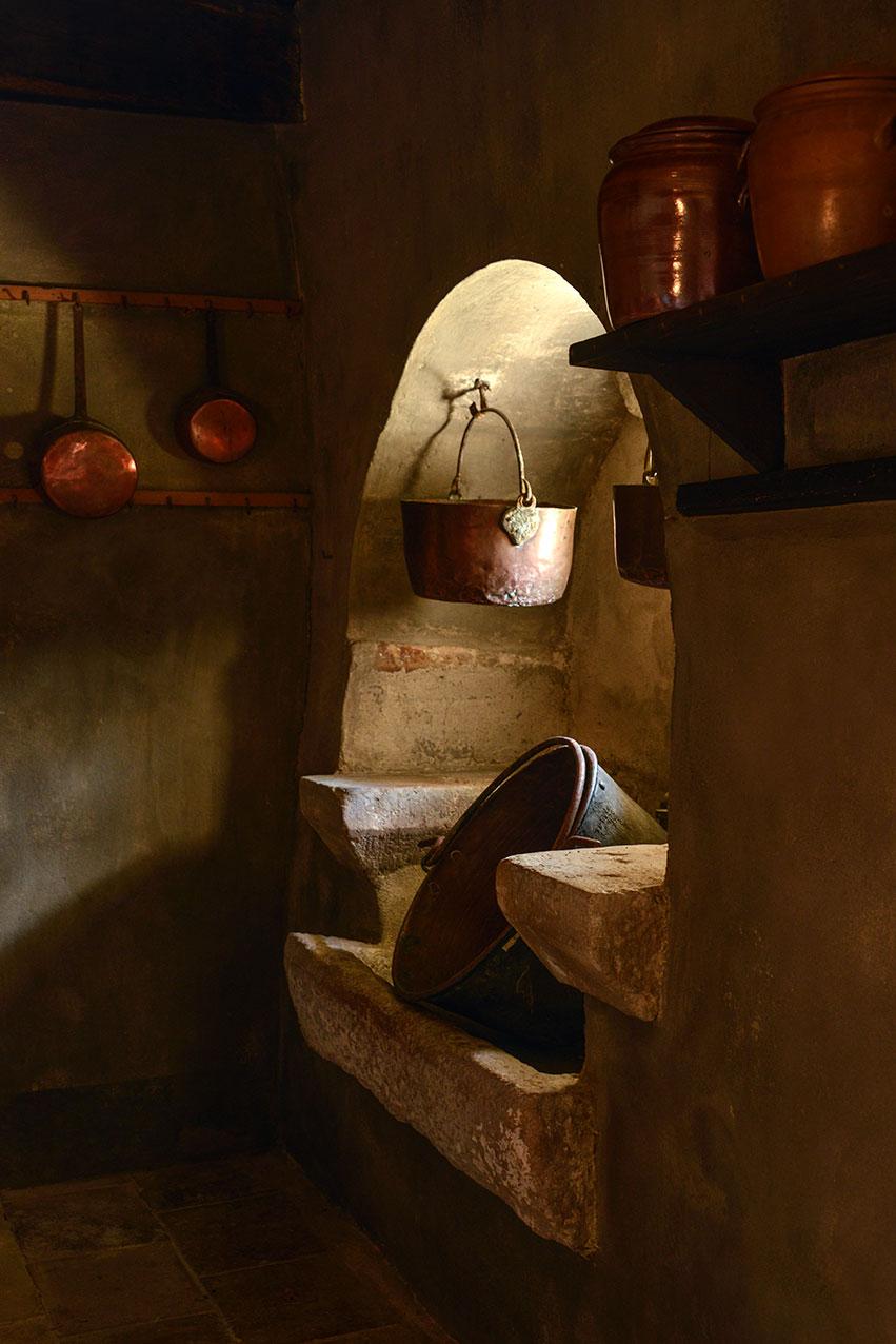 period_kitchen_chateau_cayla.jpg