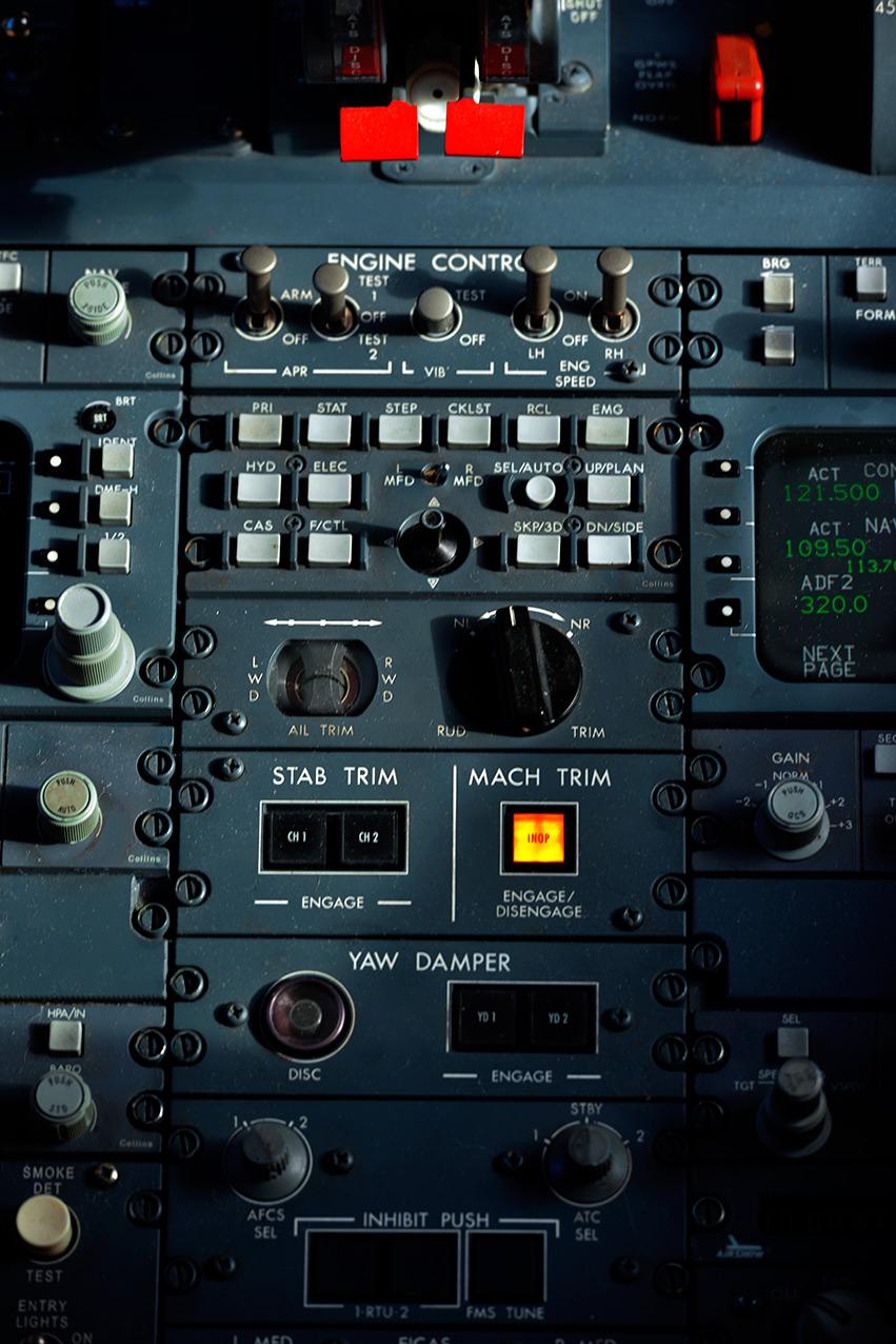 cockpit_panel_close.jpg