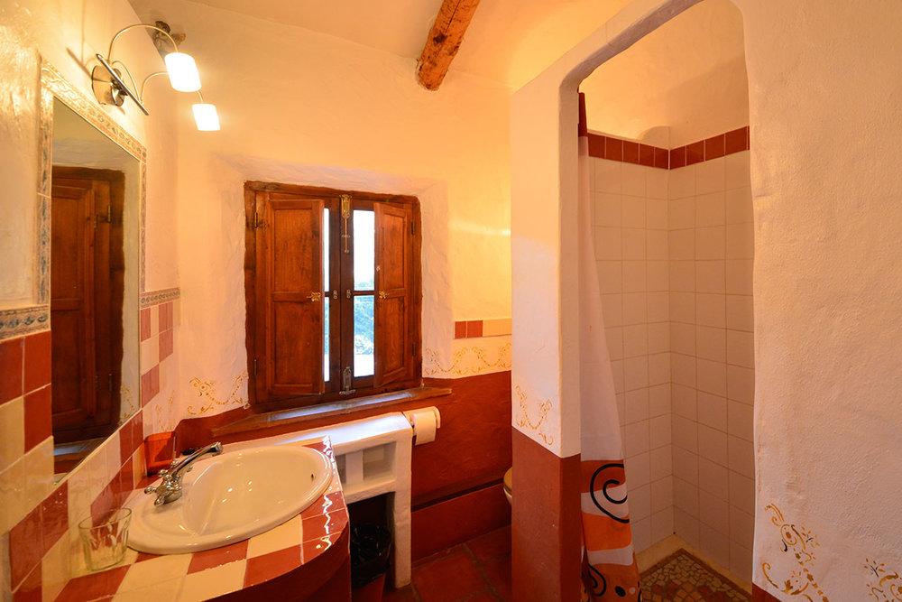 red_bathroom.jpg