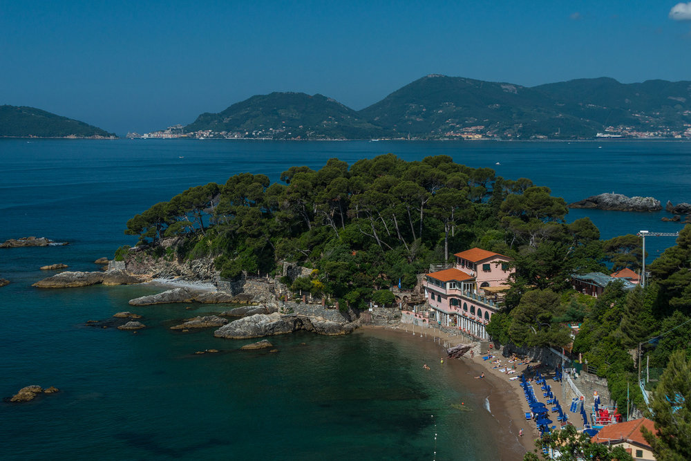 Beach between Tellaro and Lerici