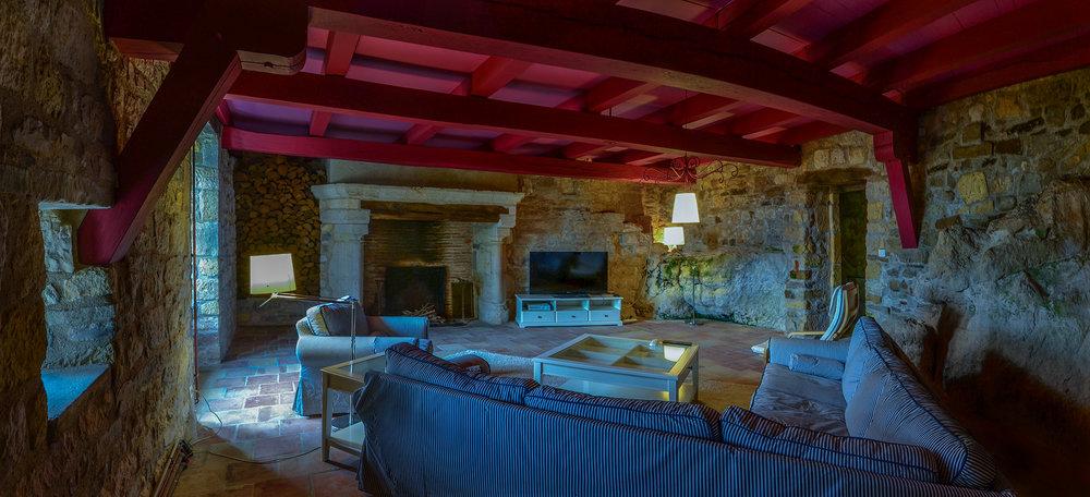 grand_livingroom_pano_b.jpg