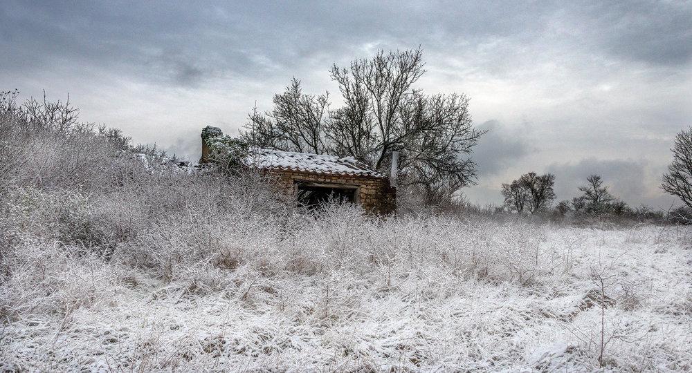 Snow covered ruin on Graine de Sel