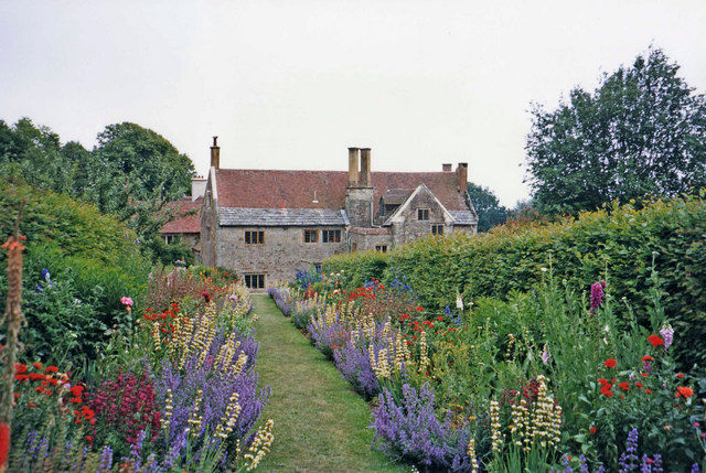 Mottistone_Manor_and_Garden,_Isle_of_Wight_-_geograph.org.uk_-_677455.jpg