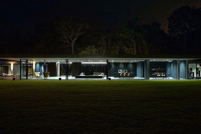 Night time scenes from Pavelo. 🌃 🌆  To see more please visit http://vitrocsa.co.uk  PAVELO  Architect/Designers: Des Harvey Photography: Paula Beetlestone Vitrocsa Products: Pivot Door, Fixed and Sliding Location: Horsham . . . . . . . . . #vitrocsa #theminimalistwindow #project #swissmade #design#architecture #theoriginal #since1992 #slidingdoors #invention#celebrating25thanniversary #innovation #minimal #vitrocsauk#archdaily #glassdoors #glazing #vitrocsasliding #customhome#interiordesign #luxury #theinvisiblewall #slidingdoors#architecturelovers #instahome #buildings#architecturephotography #switzerland #vitrocsaswitzerland#invisibleframe #design #london