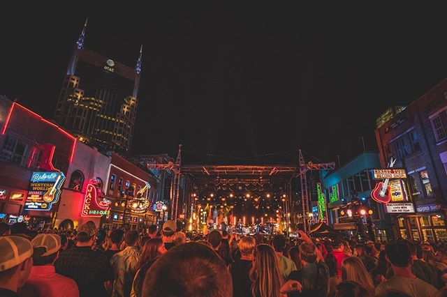 Crazy scene on broadway last night for the @lukecombs and @leonbridgesofficial #cmtcrossroads taping.