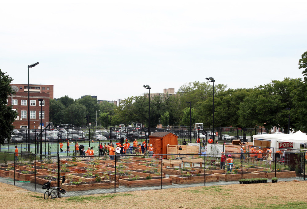 Project Location:  Lansburgh Park, DC  Completion:  Summer 2013  Photos By:  Moody Landscape Architecture