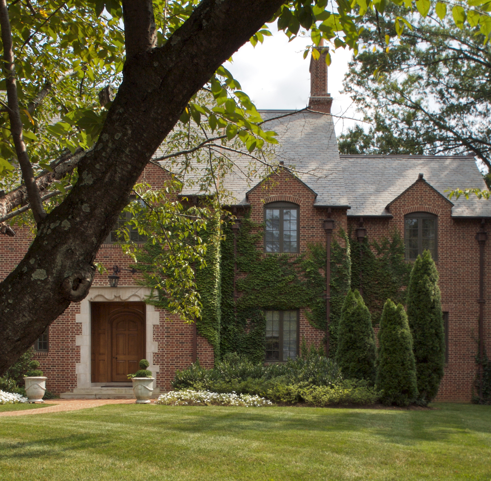Project Location:  Chevy Chase, Maryland  Completion:   2006  General Contractor:   Gibson & Associates  Project Architect:  Jones & Boer  Primary Material Palette:   Brick, Bluestone, Fieldstone, Boxwood  Photos By:  Victoria Cooper  Awards:  Merit Award, Builder's Choice, 2005