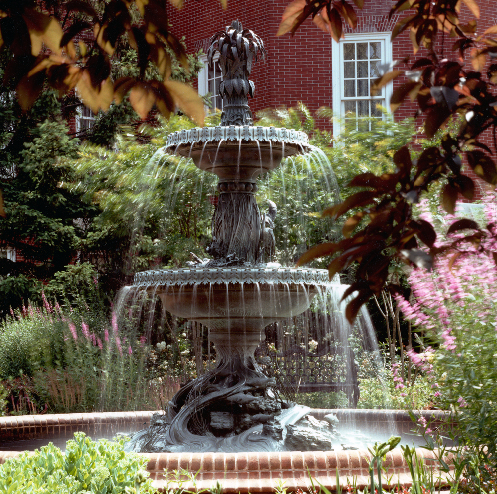 Project Location:  Annapolis, MD  Completion:   1990  General Contractor:  Childs Landscape  Primary Material Palette:  bronze, brick