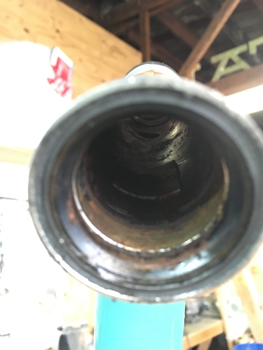 You can kind of see the pointy business [not a carbon brush] inside the head tube here.