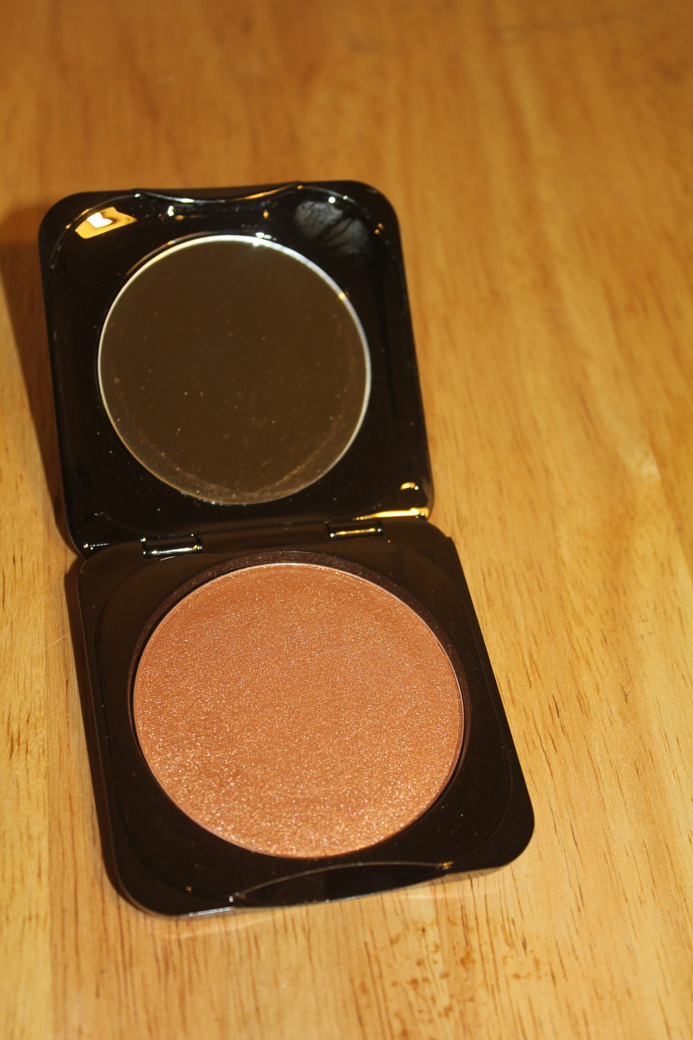 Fashion Fair highlighter in Metal