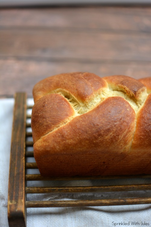 Brioche Bread / Sprinkled With Jules