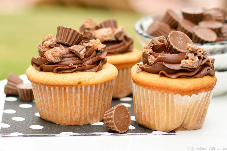 Delicious peanut butter cupcakes topped with fudgy chocolate frosting and crushed peanut butter cups. Perfect cupcakes for the chocolate and peanut butter lover!