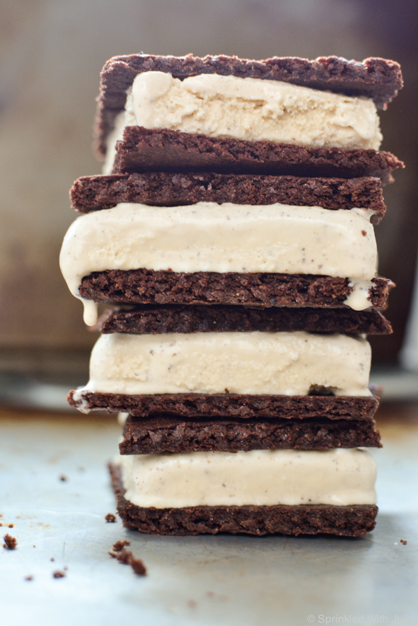 toasted marshmallow ice cream with chocolate graham crackers make up these #smores icecream sandwiches