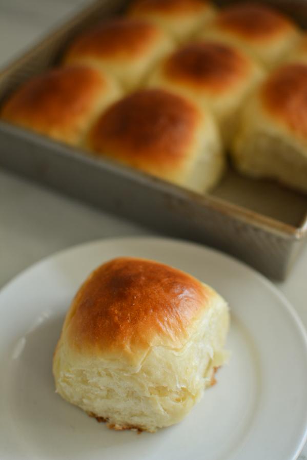 fluffy dinner rolls | sprinkledwithjules.com