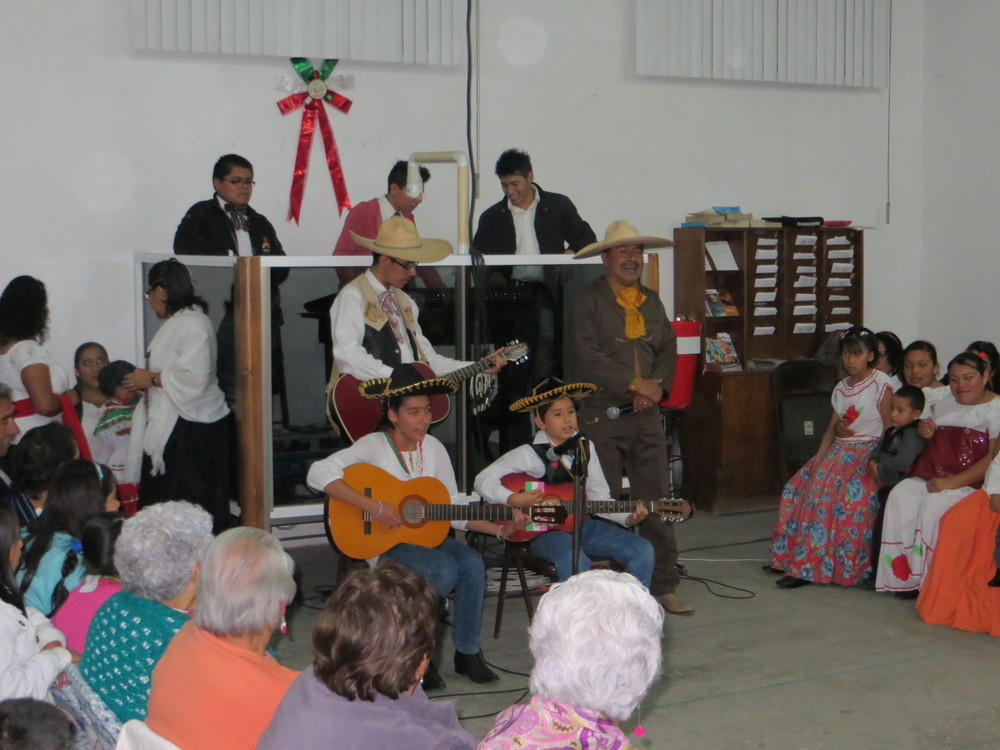 Manuel, Caleb, Kelly and Nicolas singing 2 traditional Mexican songs (Cielito Lindo and Rosita Alvírez)