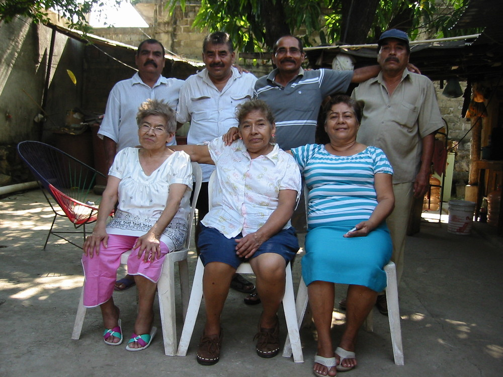 Manuel's maternal grandmother was called into the Lord's presence (near Acapulco).  Of his grandma's 7 living children (above), only 2 are believers.  Manuel was able to share the Gospel message at the funeral and lead his mostly-unsaved relatives in a prayer of salvation. Praise God!