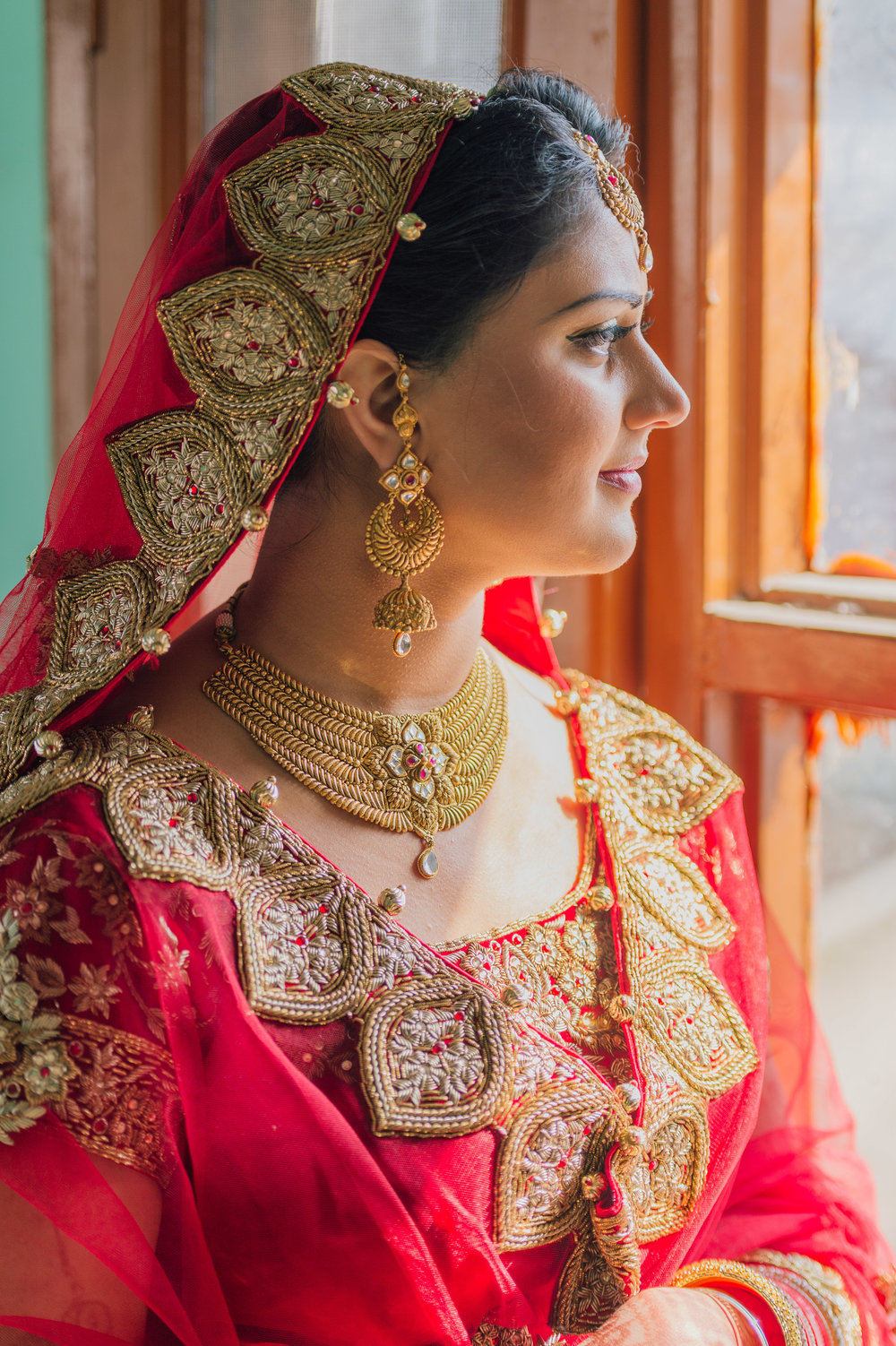 Take a look at how intricate the embroidery is on the bridal attire. Did you know that the dress that the bride wears for Anand Karaj must be red, as the colour symbolises auspiciousness and prosperity in the bride's new married life.