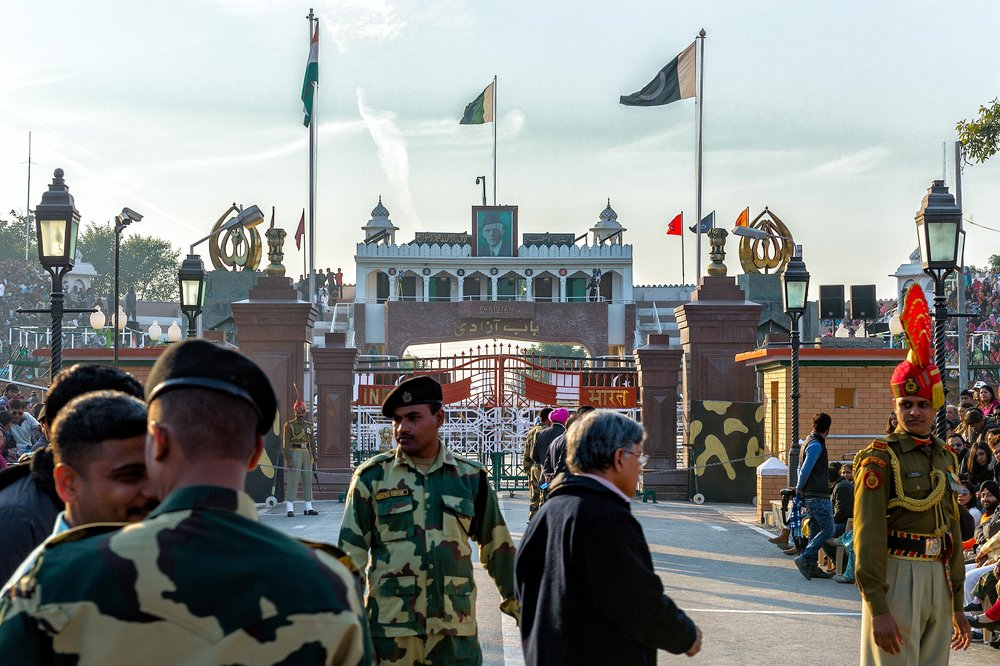 A picture of the border gates for both India and Pakistan.