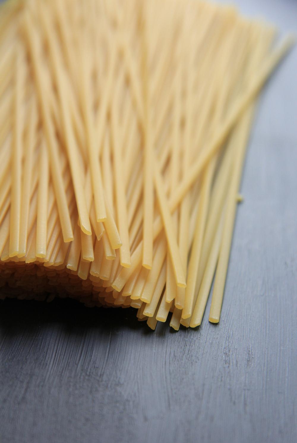 Spring pasta, petits pois, courgettes, basilic et mascarpone // www.theflyingflour.com
