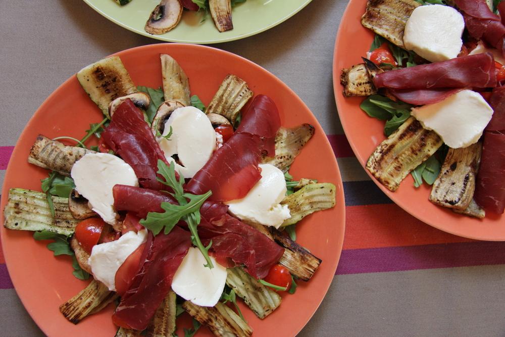 Salade italienne, légumes grillés & mozzarella // www.theflyingflour.com
