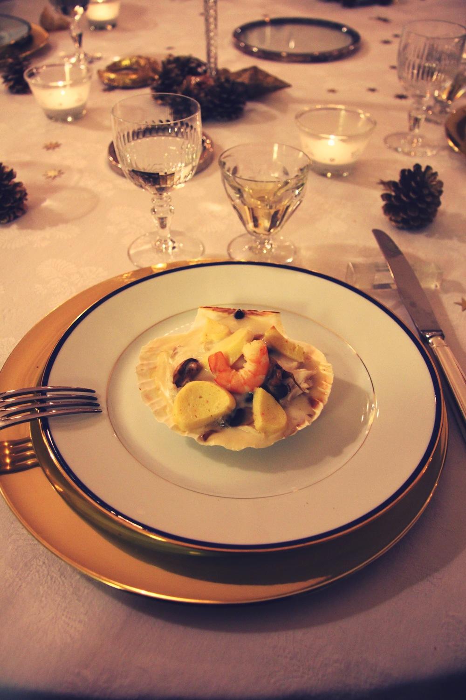 Coquilles au poisson, champignons, quenelles et vin blanc // www.theflyingflour.com