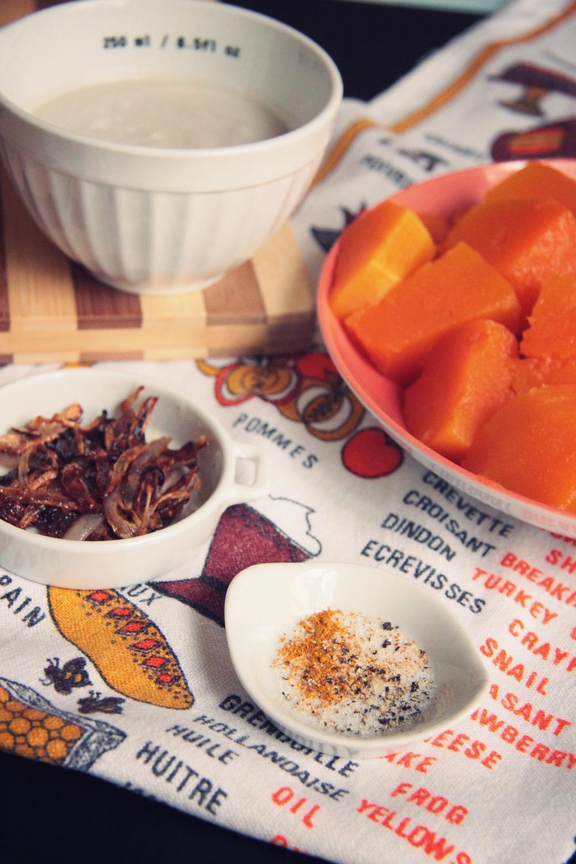 Velouté de potiron, lait de coco et échalottes caramélisées // www.theflyingflour.com