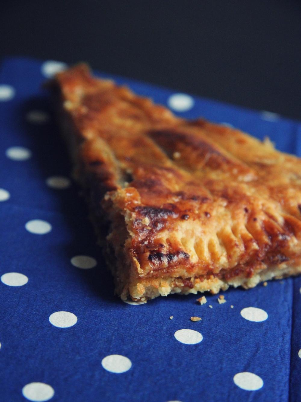 La galette des rois poire-chocolat // www.theflyingflour.com
