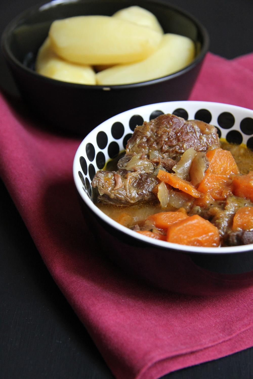 """Boeuf """"Bourguignon"""" aux carottes et à l'orange - The Flying Flour - www.theflyingflour.com"""
