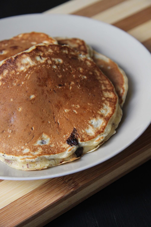 Pancakes aux pépites de chocolat - www.theflyingflour.com