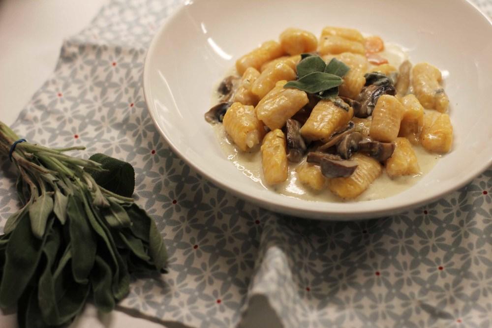 Gnocchis de Butternut, sauce champignons et sauge   www.theflyingflour.com