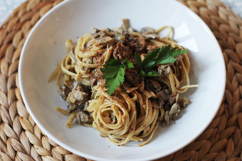 Linguine sauce aux champignons | www.theflyingflour.com