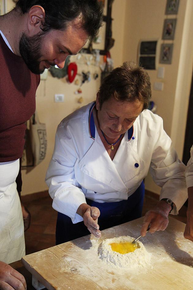 Cours de cuisine avec Lesley & Paola   www.theflyingflour.com