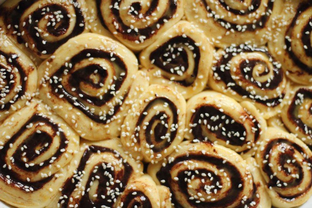 Roulés briochés au chocolat & tahini